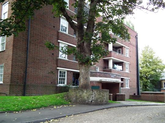 Aleander House, Hillcrest (c) Dave Milner