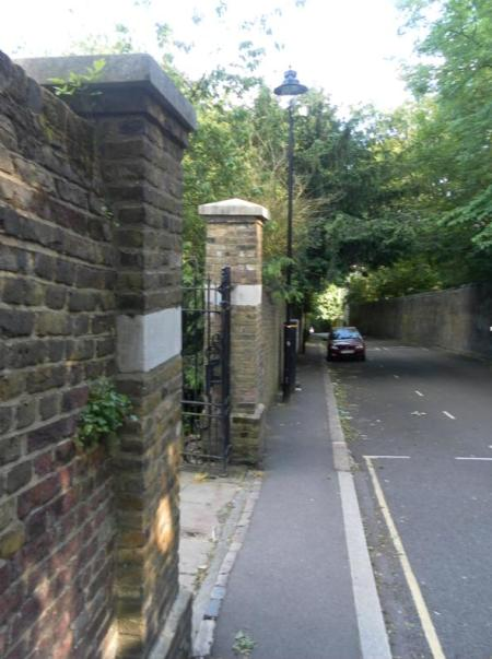 The recessed gated entrance to Waterlow Park on the upper section of Swain's Lane (looking south). (c) Redmond McWilliams