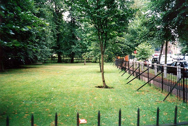 South Grove and The Grove Enclosures August 2002 (c) S Williams London Gardens Online