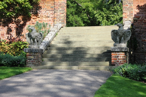 Today stone eagles guard Lauderdale House, in the place of ritually sacrificed poultry (c) Max Sycamore